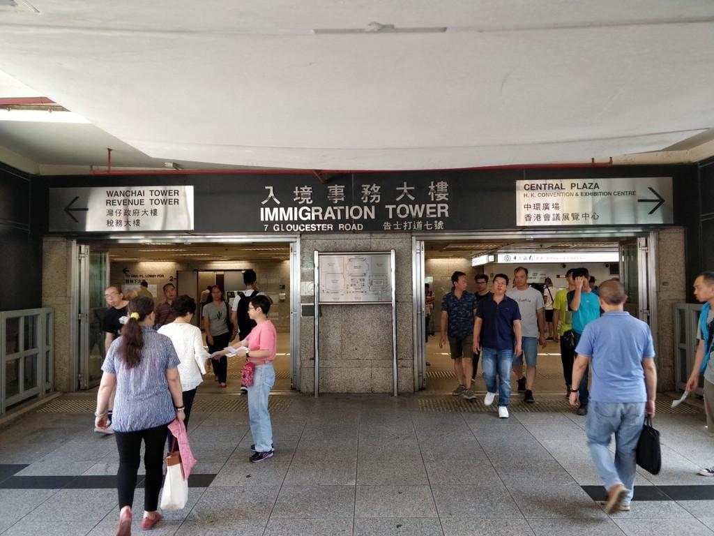 入境事務大樓入り口