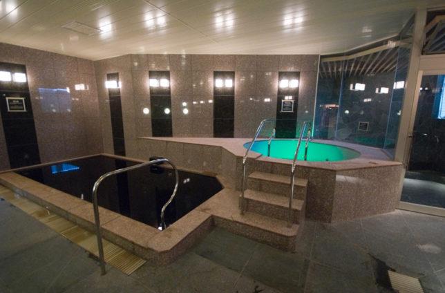 羽田の早朝便におすすめしたいサウナには、天然温泉の黒湯がある