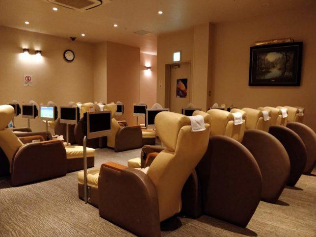 蒲田のサウナには、羽田空港の早朝便に過ごすにはぴったりな休憩スペースがある