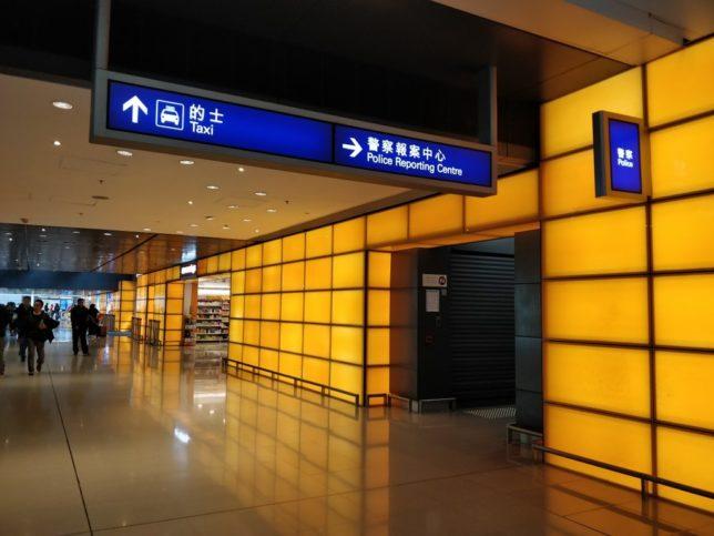 ターミナル2にもPolice Reporting Centreとあるが標識に進んでいっても見つからないので注意